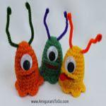 http://www.amigurumitogo.com/2016/03/alien-slug-easter-egg-cozy.html