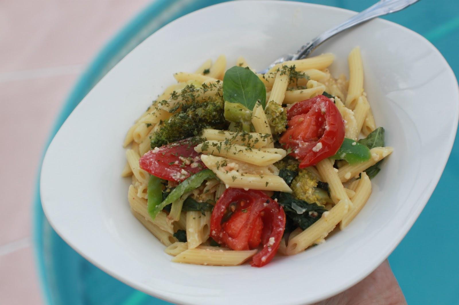 What's Cookin' Italian Style Cuisine: Tomato Feta Olive Pasta Recipe