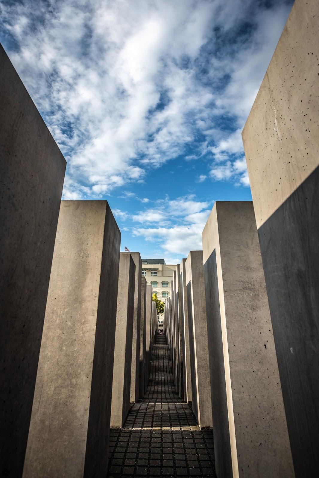 Monumento en memoria del holocausto judío en Berlín :: Canon EOS5D MkIII | ISO100 | Canon17-40 @40mm | f/6.3 | 1/500s