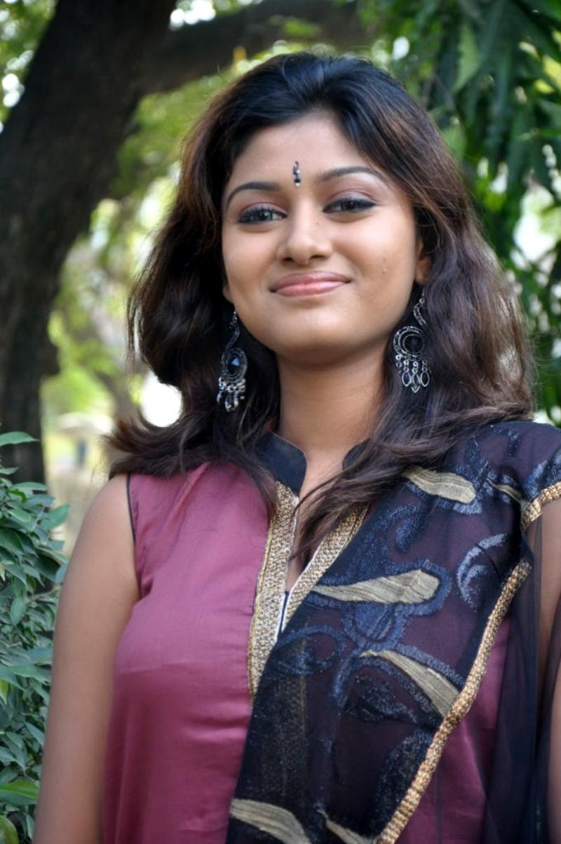 Indian Actress Kalavani Tamil Actress Oviya Boobs Press -8187