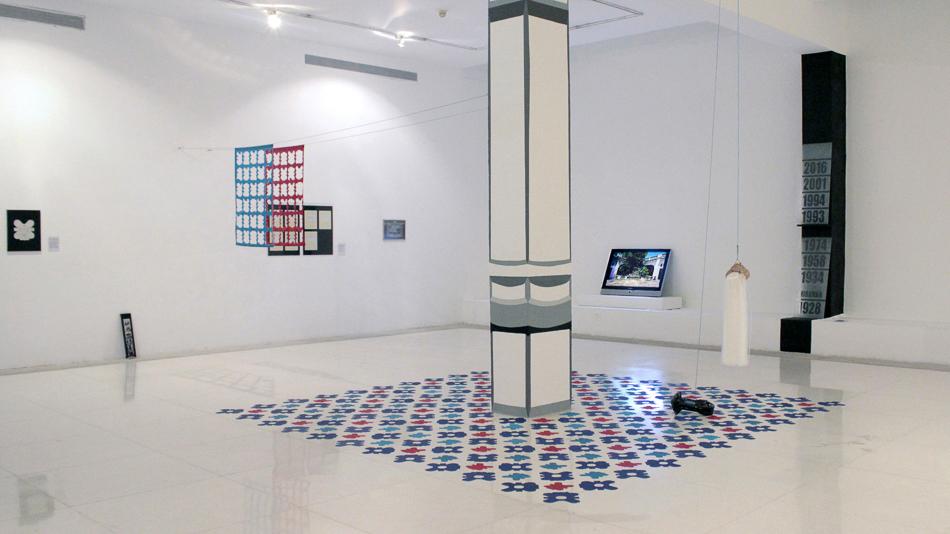Simulacion de columna en la exposición Memoria a escala