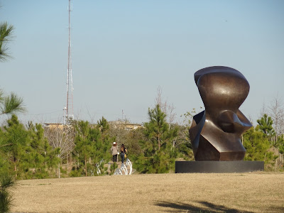 Buffalo Bayou Trail passing the Spindle Sculpture (Jan 2016)