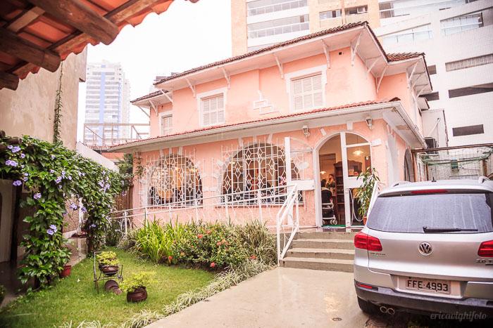 Frente da casa do Buffet Conte Outra Vez em Santos, fotografado por ericavighifoto