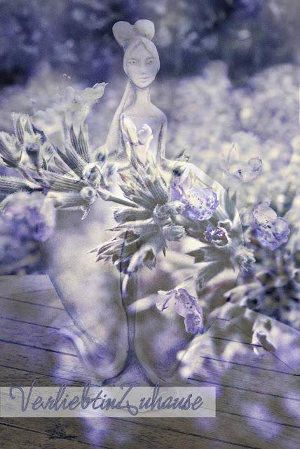 Die blaue Fee -eine Fotomontage von Foto einer Frauen-Steinskulptur und Bild von Katzenminze