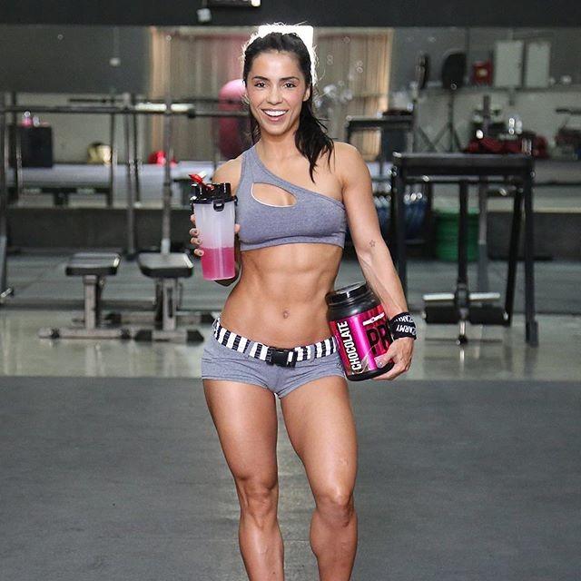WBFF Champion & Fitness Model Andreia Brazier