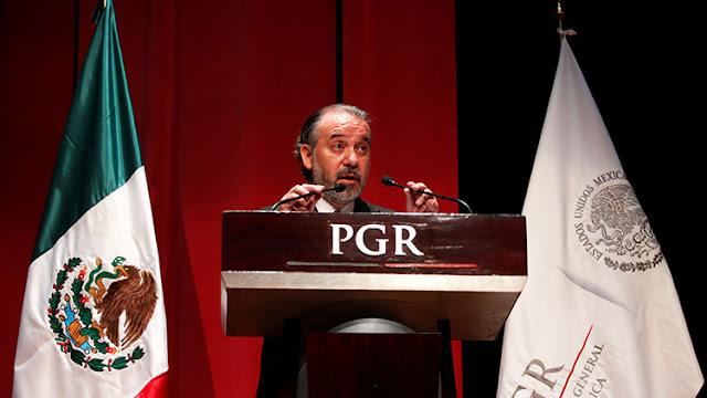El procurador de México, envuelto en una polémica por la matriculación de un Ferrari