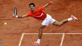 Djokovic rolls in France