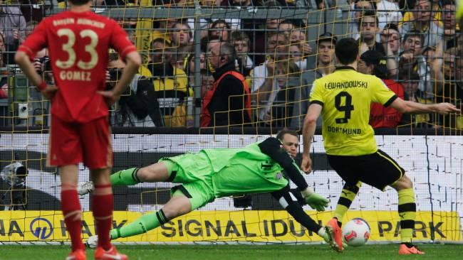 Newss Football: Manuel Neuer Amazing Save Lewandowski`s Penalty ( Borussia v Bayern )