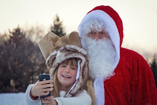 1 in 4 Teenagers Couldn't Enjoy Christmas without Social Media