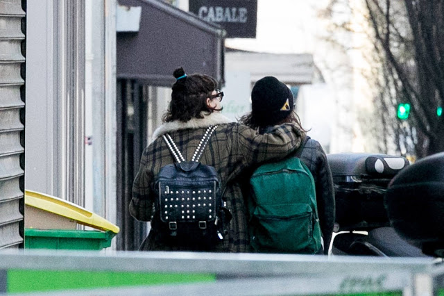 Kristen Stewart was spotted kissing another woman! Is she a lesbian?