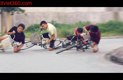 Những hình hài hước vui nhộn nhất, lượn xe đạp đua moto