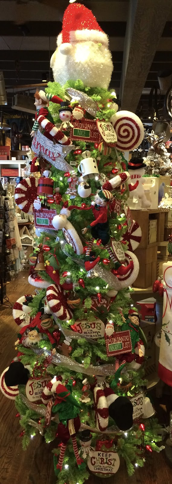 cracker barrel yesterday and when i walked into the store i thought i was in a winter wonderland they did have some autumnal displays but christmas