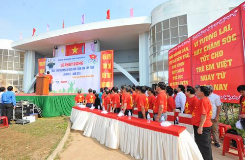 Ngày chạy Olympic tai huyện đảo Lý Sơn, tỉnh Quảng Ngãi: Khỏe để phục vụ đất nước - hình 1