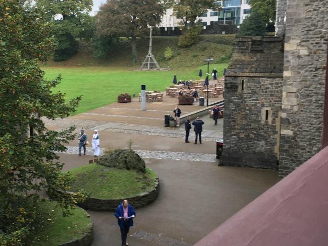 trebuchet-Cardiff-Castle-walls