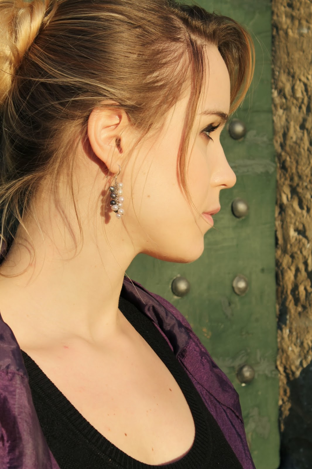 girl with pearls earrings