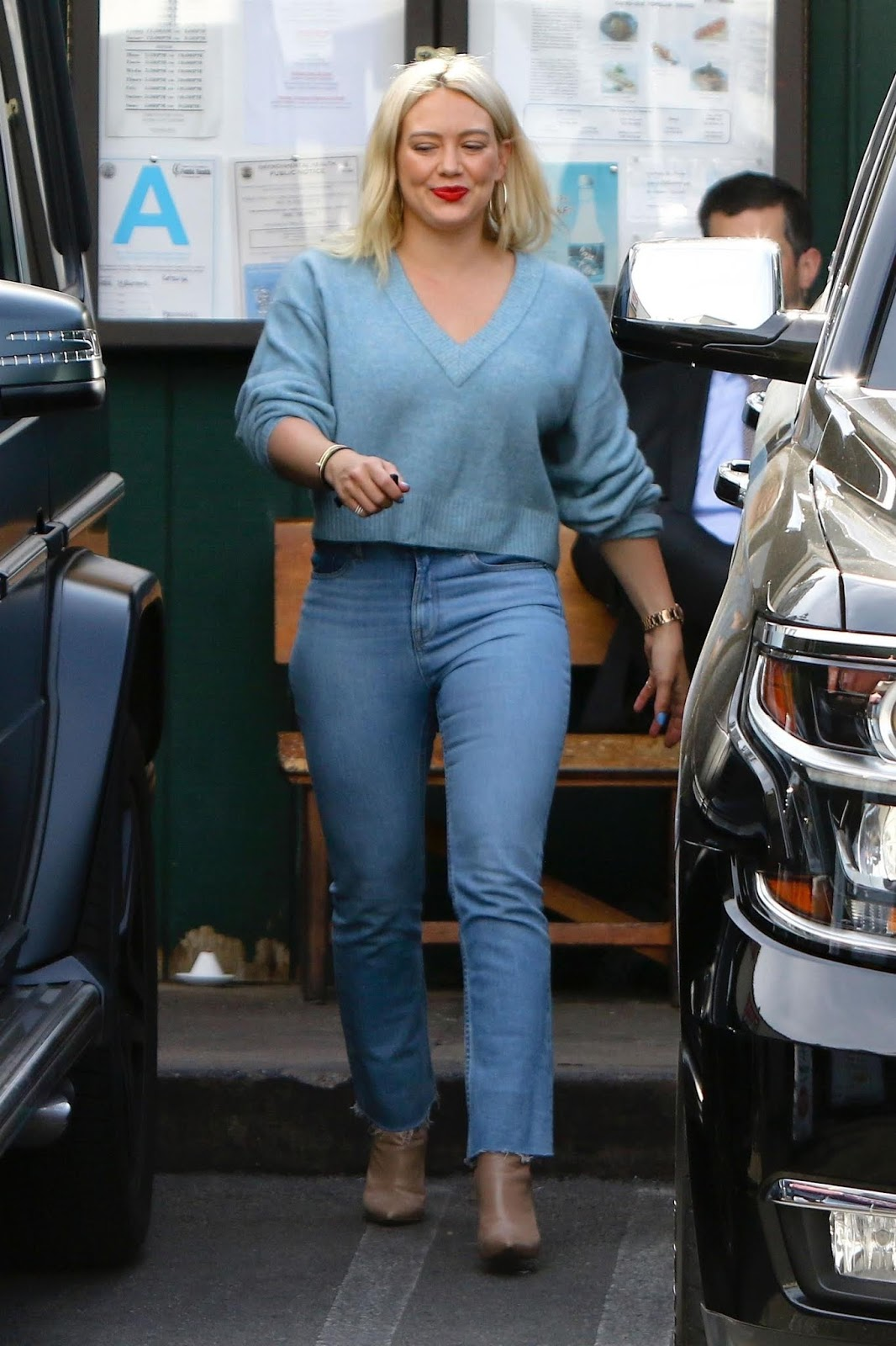 Hilary Duff meets up with some friends for lunch in Studio City - 01/28/2019