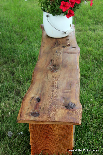reclaimed wood, live edge, bench, make it, barn wood, beyond the picket fence,http://bec4-beyondthepicketfence.blogspot.com/2015/08/live-edge-reclaimed-wood-bench.html