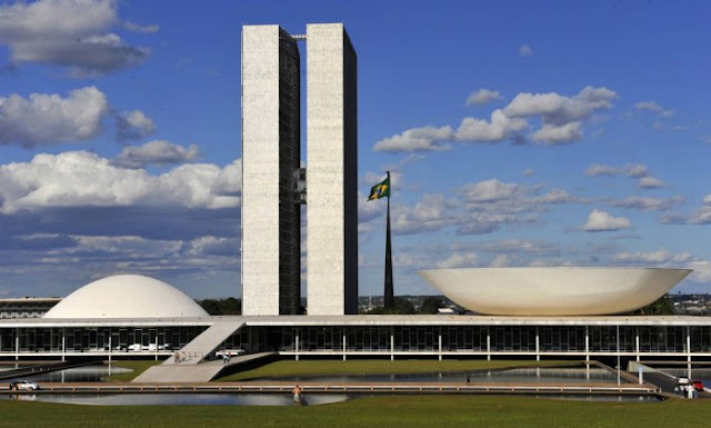 Emenda prevê anistia do caixa 2 e diversos outros crimes, livrando políticos e derrubando 99% do efeito da Lava Jato no Brasil