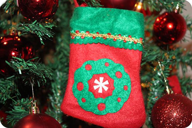 Decoração da Árvore de Natal : Bota com Guirlanda de Feltro