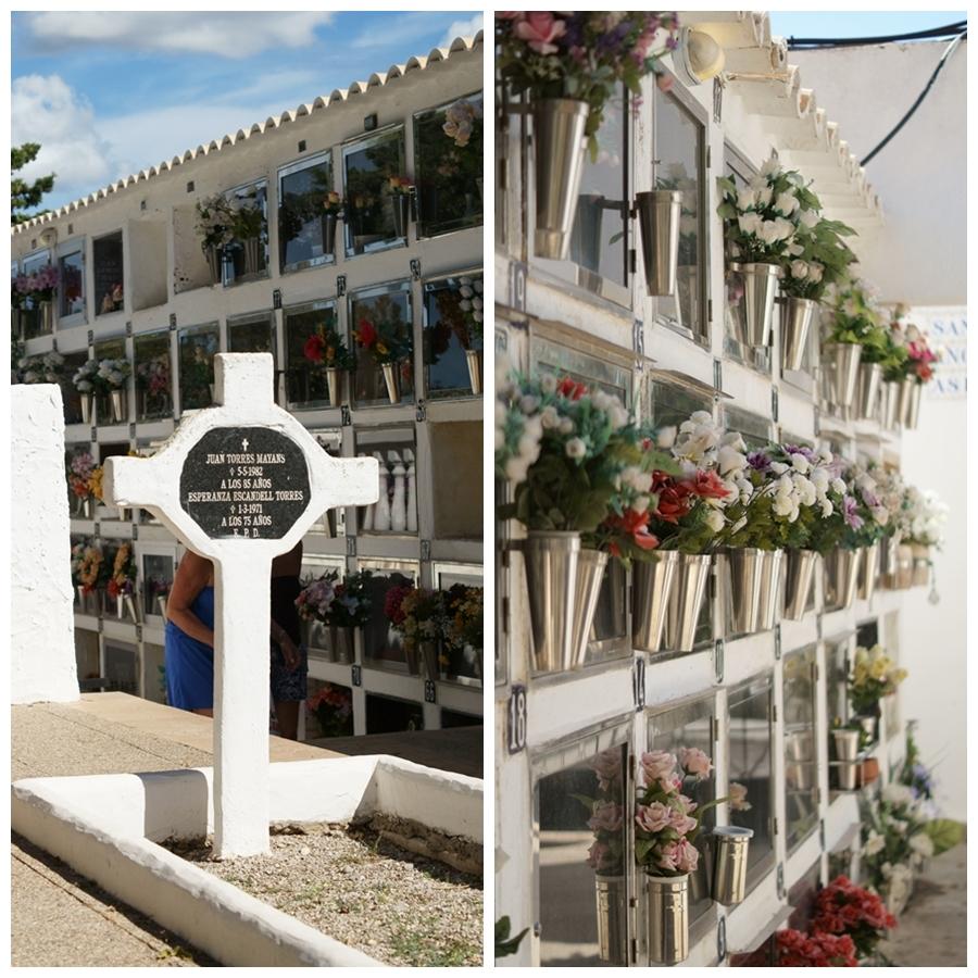 Blog + Fotografie by it's me! - Reisen - La Isla Blanca Ibiza, Santa Eurlaria - Grabstein und Urnengräber in der Klosteranlage
