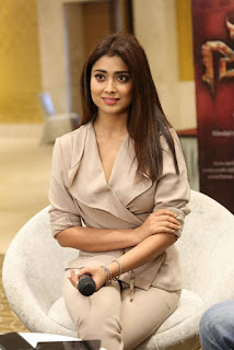 Shriya Saran in Cream Formals At Gautamiputra Satakarni Team Meet 18 (11).jpg