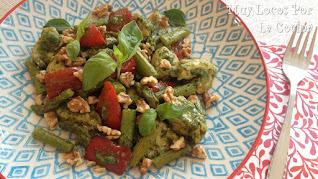Pechugas de Pollo al Horno con Pesto de Albahaca, Verduras y Nueces