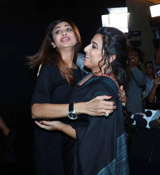 Vidya Balan With Shilpa Shetty At the Special Screening of Tumhari Sulu