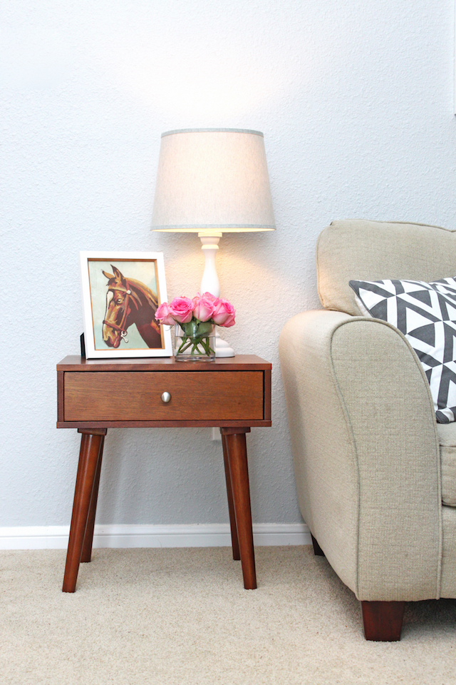 end table, end table decor, decorating and end table, table lamp, home decor blog, netural living room, round vase with roses, mid century modern end table, styling an end table, home decor blog