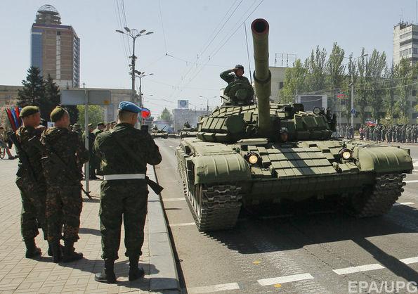 """Турчинов попросив СБУ накласти санкції на електронні ЗМІ, які транслювали """"військовий парад"""" у Донецьку"""