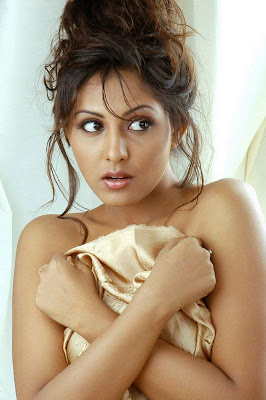 Madhu Shalini Hot Spicy Girl