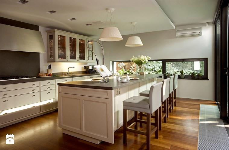 In my style home and garden przeszklone szafki w kuchni for Kuchnia polaczona z salonem