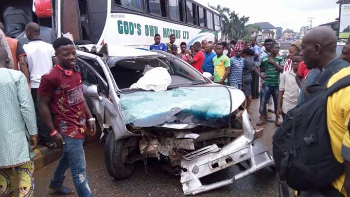 Luxurious bus crushes 17 buses in Anambra capital Akwa