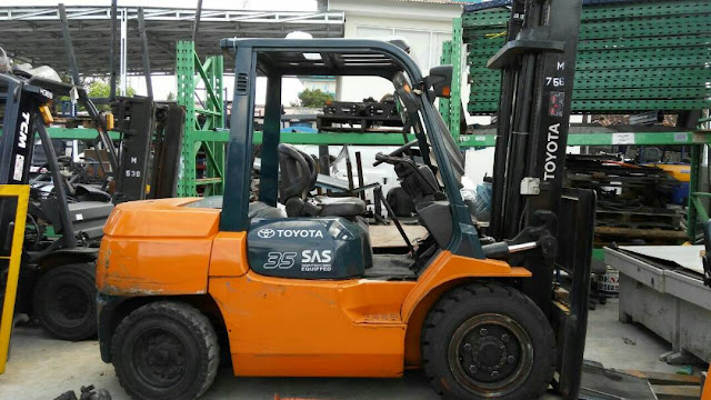 Jual Toyota forklift 3,5 ton 7fd35 tahun 2013
