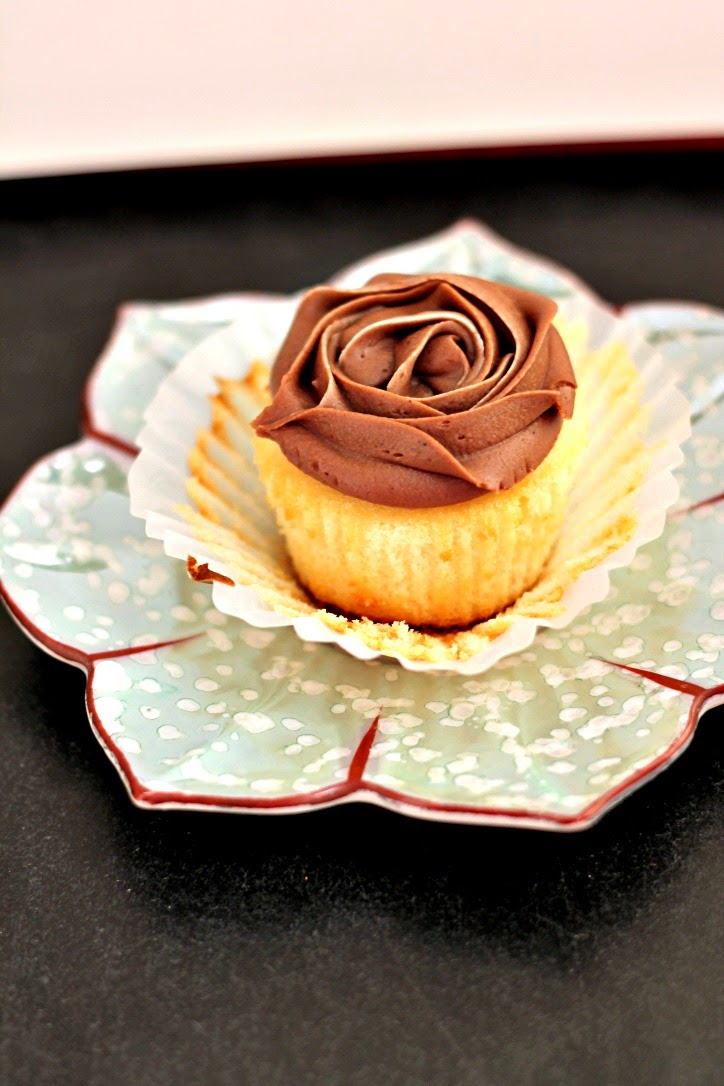 Quick and Easy Vanilla Cupcakes with Chocolate Frosting ...