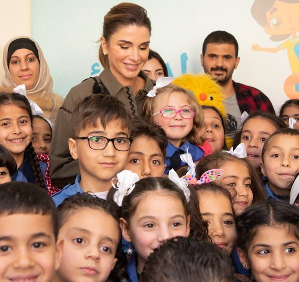 Queen Rania launched online educational platform Edraak's mathematics curricula