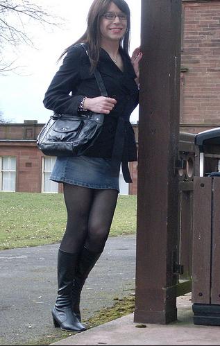 Emma Ballantyne leaning pose