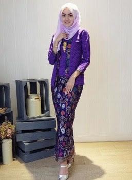 Model kebaya kutu baru anak muda rok batik panjang