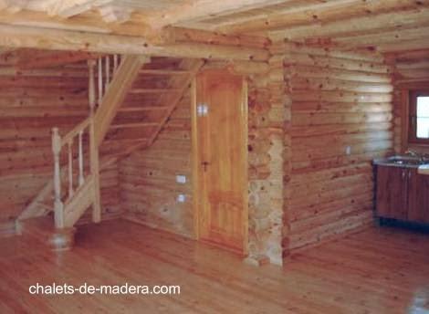Vista del interior de una casa nórdica de madera