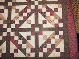 https://2.bp.blogspot.com/-dq4LAHPlolA/VrZlKmFCIWI/AAAAAAABFGs/mPvEgAucW-c/s320/willow%2Bridge%2Bquilts%2Balices.jpg