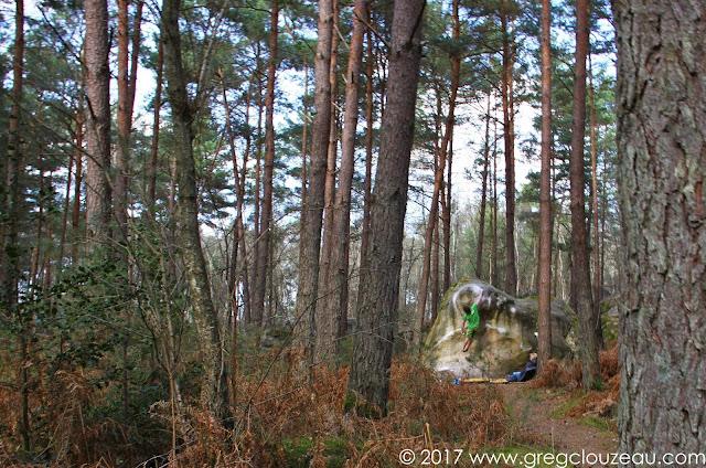 Un grimpeur joue à Cnnon ball, 7B, Franchard Isatis