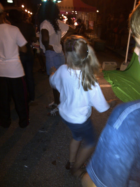 Angelina on the run... Flashmob mit unserer Tochter!