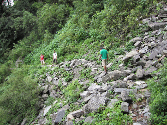 trek to himalyan waterfall