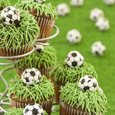 soccer cupcake - wedding cake ideas - wedding planning