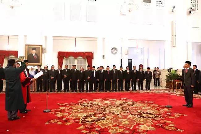 Presiden Jokowi pelantikan Saldi Isra Hakim MK