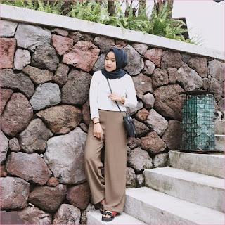 Outfit Celana Cullotes Untuk Hijabers Ala Selebgram 2018 mangset kemeja blouse putih lace ups loafers and slip ons cullotes pallazo krem tua hijab square pashmina diamond slingbags hitam jam tangan coklat ootd trendy kacamata