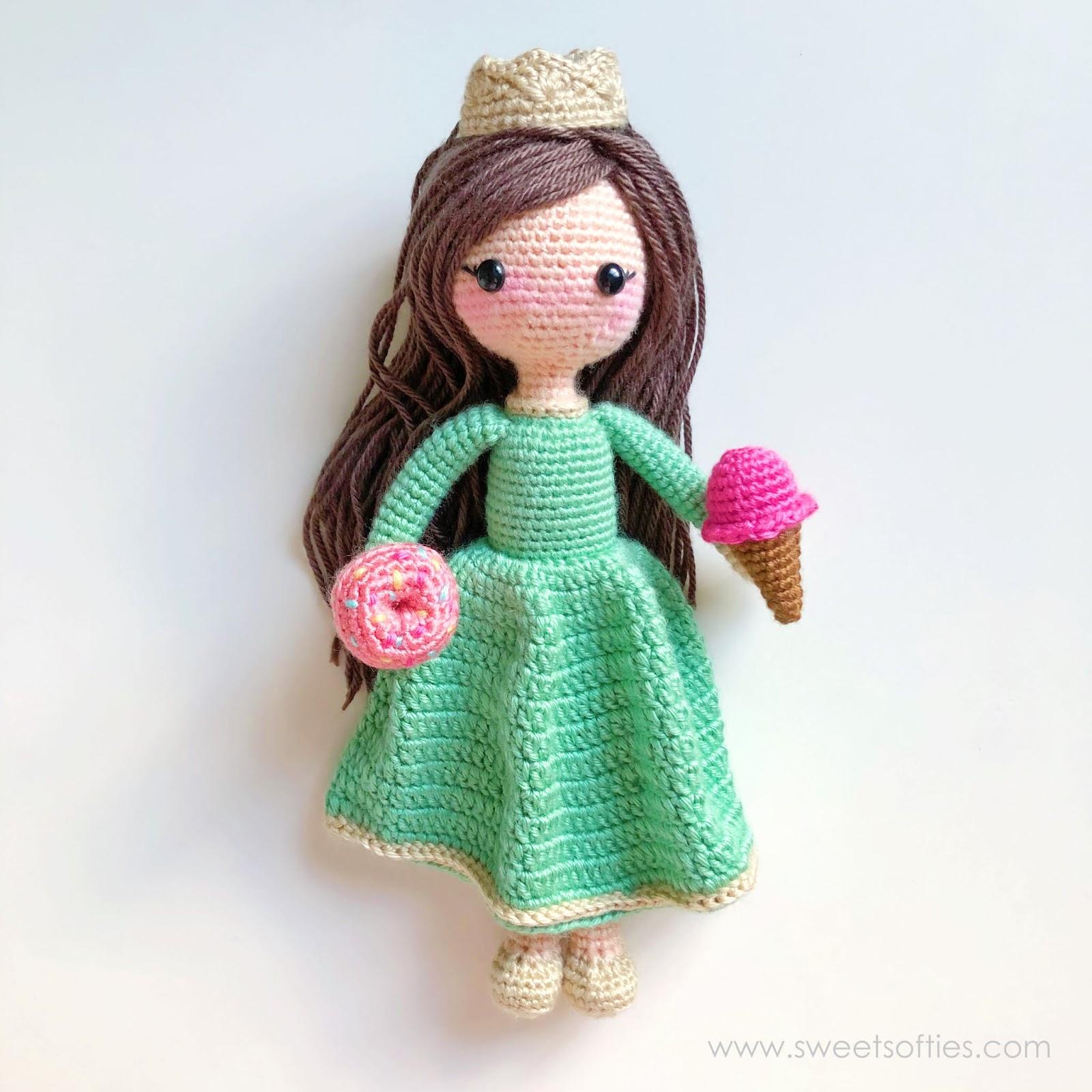 Amigurumi Small Doll Free Pattern | 1600x1600