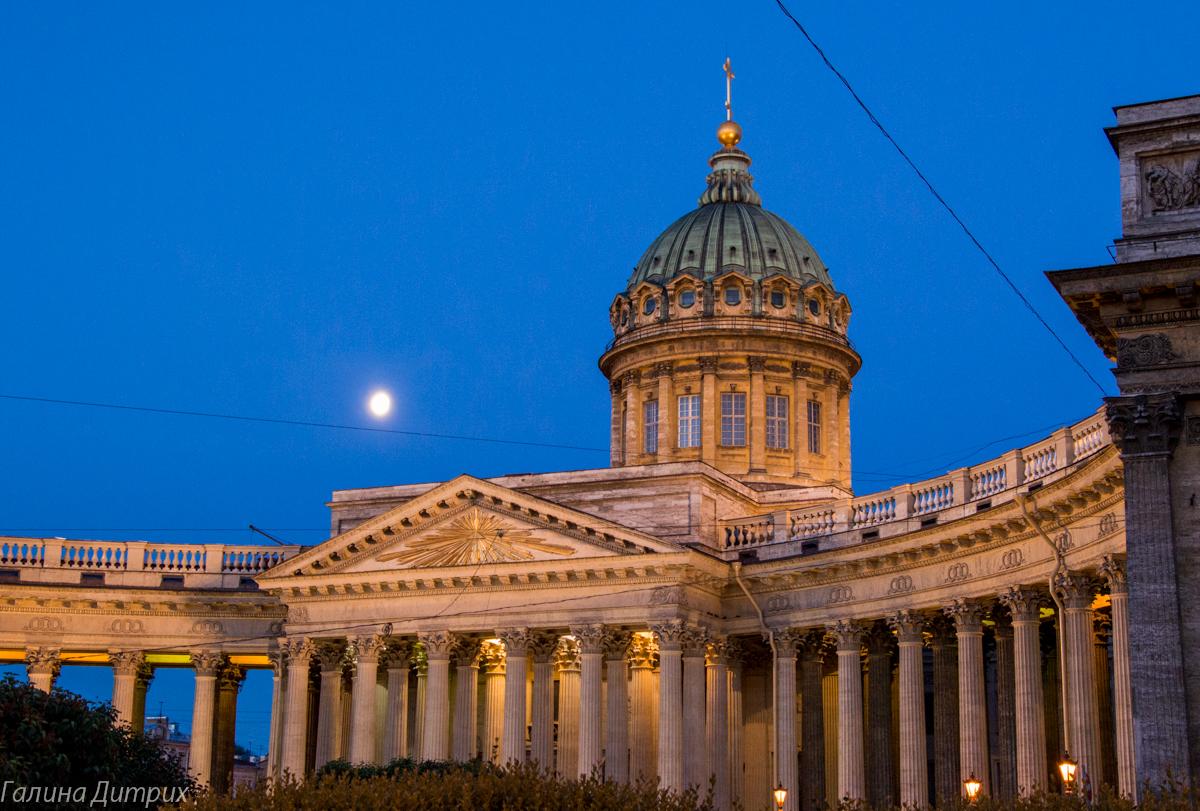 Казанский собор ночью с подсветкой фото