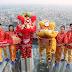คิง เพาเวอร์ เชิดสิงโตบนพื้นกระจกที่สูงที่สุดครั้งแรกในประเทศไทย