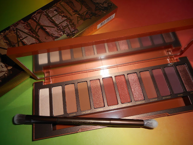 Urban Decay Naked Heat - The inside (flash light)
