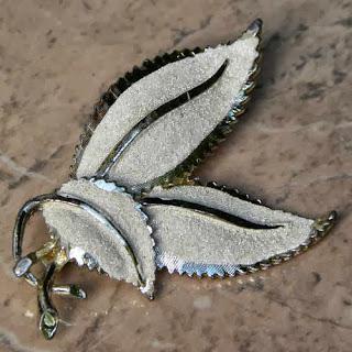Cream Hollywood leaf brooch